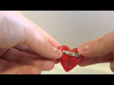 LED Flashing Heart Badge 32