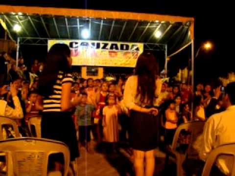 Crianças da Serra da Meruoca dançando a música Amor do nosso Deus.
