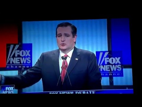 GROSS!  Something white on Ted Cruz's lip at debate...HE EATS IT!