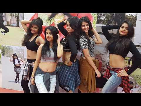 Video Tu chej badi hai mast college girls dance download in MP3, 3GP, MP4, WEBM, AVI, FLV January 2017