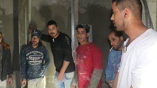 أفراد من الشرطة يعتدون على 10 عمال داخل ورشة بناء في مدينة يافا