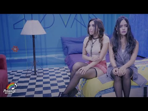 Dangdut - Duo Biduan - Cinta Putih (Official Music Video) Soundtrack Orang Orang Kampung Duku