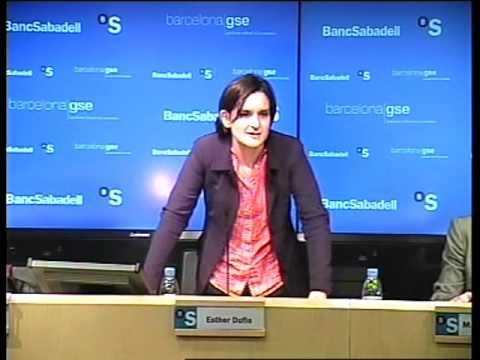 Esther Duflo spricht in Barcelona Vortrag über Ökonomie Teil 5/8