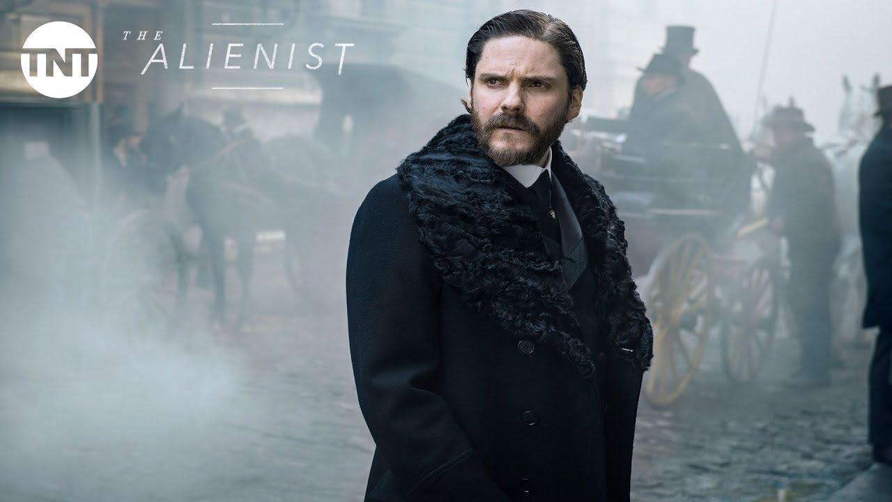 Luke Evans, Daniel Brühl & Dakota Fanning look for a Killer in TNT Psychological Thriller Series 'The Alienist' (Trailer)