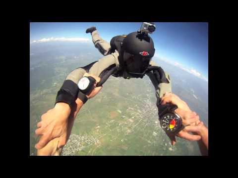 超級驚險的真實鏡頭,高空跳傘發生意外差點摔死!