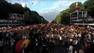 K'naan  waving flag - Public show in Berlin