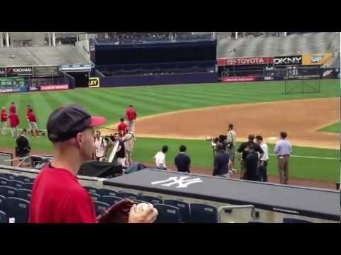 Zack Hample throwing knuckleballs at Yankee Stadium видео