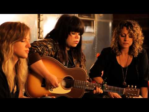 Watch Samantha Crain perform an acoustic version of 'If I Had a Dollar' [405 Premiere]