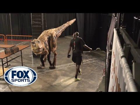Video: Halloween dinosaur shocks Suns' players