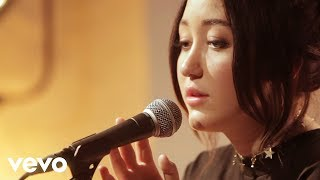 Noah Cyrus - Make Me (Cry), an exclusive live performance for Vevo.Subscribe to Noah Cyrus:  http://www.youtube.com/channel/UCE93lBWxVD9W-bl7m2iFxlA?sub_confirmation=1Noah Cyrus on Facebook: https://www.facebook.com/NoahCyrus Noah Cyrus on Twitter: https://twitter.com/NoahCyrus Noah Cyrus on Instagram: https://www.instagram.com/NoahCyrus Get the Vevo App! http://smarturl.it/vevoappsSubscribe to Vevo DE: https://www.youtube.com/channel/UCAOOGnUiwzWs-p_TQbzdUEw?sub_confirmation=1Find us on Facebook: http://www.facebook.com/VevoFollow us on Twitter: https://twitter.com/vevo_deFollow us on Instagram: https://www.instagram.com/vevo_deWatch more brand new pop videos on Vevo: http://vevo.ly/Ei9D1h