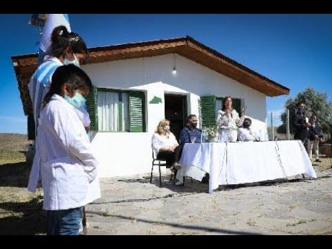 La Gobernadora encabezó en Río Chico Abajo el inicio del ciclo lectivo de 40 escuelas rurales