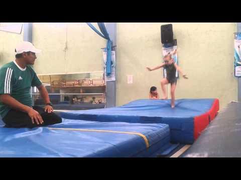 Veure vídeosíndrome de Down: Bibi practicando para el Mundial Gimnasia Artistica de la DSIGO