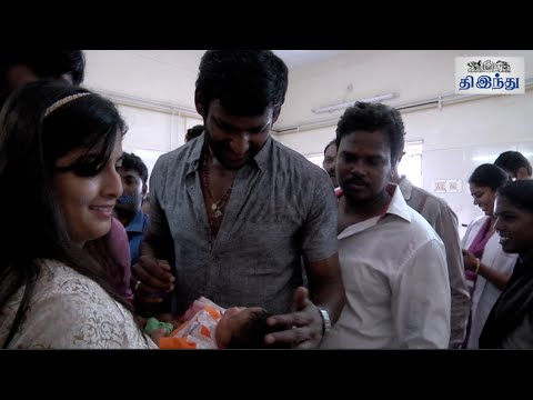 Vishal-Celebrates-Birthday-at-Government-Hospital-Vishal-Varalaxmi-Sarathkumar