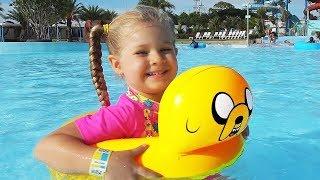 Diana y papá van al parque acuático