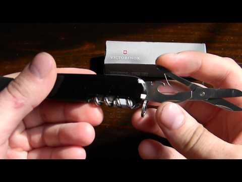 Відео огляд Victorinox Compact 1.3405.3 Black