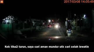 Video Video Dashcam HAMPIR NGELINDES BEGAL !!! Mereka mencoba untuk begal saya. 23 Juli, 21.30 MP3, 3GP, MP4, WEBM, AVI, FLV September 2018