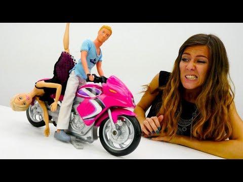 Vídeos de Barbie en español - Barbie tiene una cita con Ken.