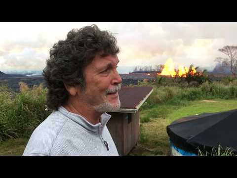 [RAW] Leilani Estates resident has a lava lake just outside his front yard