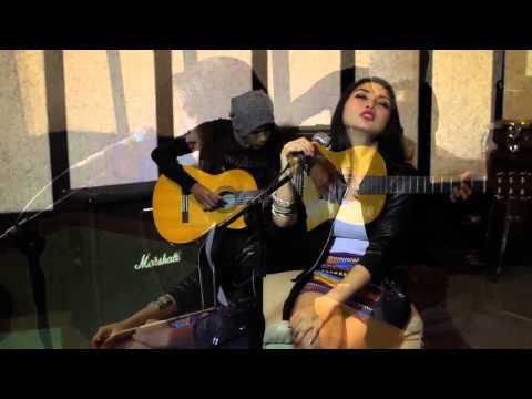 EVA AFI   spirit caries on (acoustic) Cover
