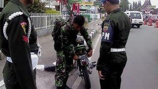 Video TNI Tabrak Polisi Saat Digelar Operasi Kendaraan   Berita 4 Desember 2014 MP3, 3GP, MP4, WEBM, AVI, FLV Mei 2017