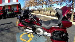 10. 2018 Honda Goldwing Tour Airbag DCT Heartland Honda