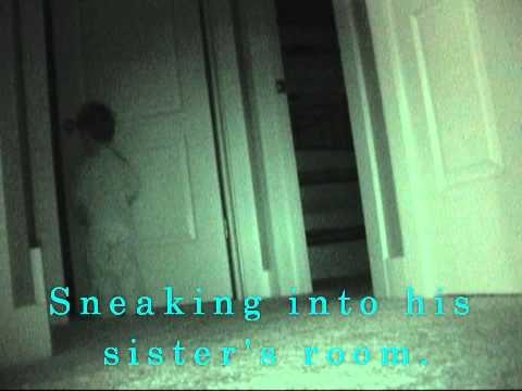媽媽裝設錄影機要跟女兒證明「半夜才沒有小偷偷她東西」,沒想到房門一開就拍下超扯的爆笑畫面!