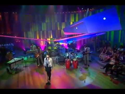 mallu - Mallu Magalhães cantando Onde Anda Você no Som Brasil com participação de Marcelo Camelo (Los Hermanos) - Globo, e seu baterista utilizando o Isoacustic (Par...