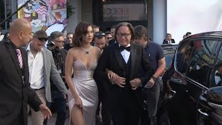 Video Bella Hadid and father Mohamed Hadid on their way to Cannes Red Carpet MP3, 3GP, MP4, WEBM, AVI, FLV Oktober 2017