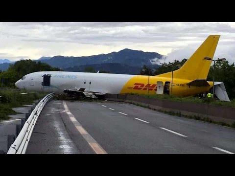 orio al serio (bergamo): aereo esce di pista e finisce in strada!