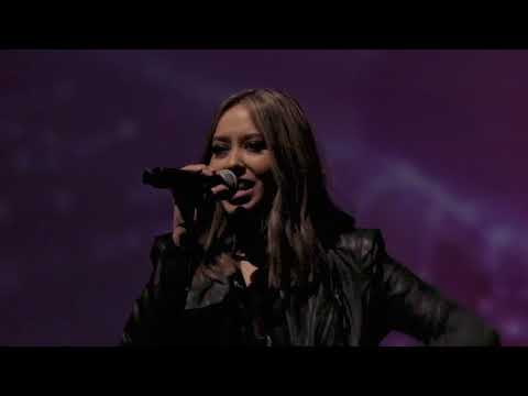 Video Carrie Underwood - The Champion ft. Ludacris LIVE Cover download in MP3, 3GP, MP4, WEBM, AVI, FLV January 2017