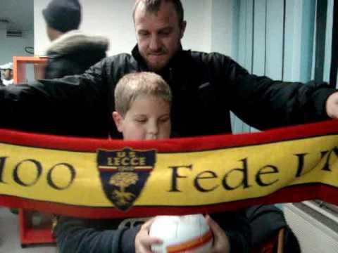 El equipo del Lecce visita Oncología Pediátrica
