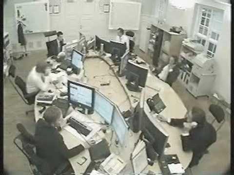 Prohibido tirarse papeles en el trabajo