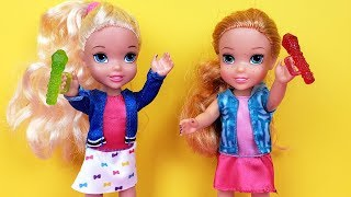 Video SINGING competition ! Elsa and Anna toddlers - Barbie is judge - contest MP3, 3GP, MP4, WEBM, AVI, FLV Juli 2019