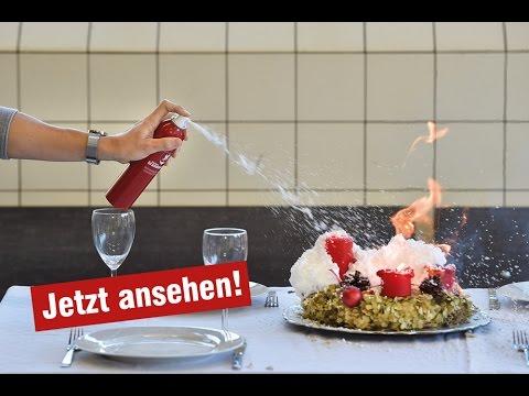 Feuerlöschspray im Test: Kleiner Brandmeister® löscht Adventskranz