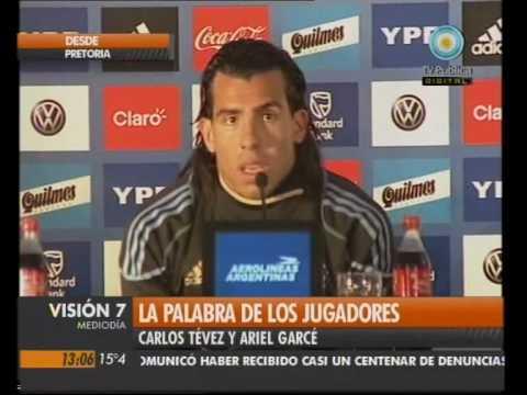 Ariel Garcé en rueda de prensa con Argentina (Mundial 2010)