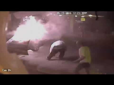 驚險一瞬間!!男子加油時點菸抽 車輛瞬間爆炸 男子上身直接著火!!