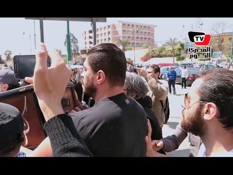 في غياب نجوم الفن.. خالد سليم يشيع جثمان والده إلى مثواه الأخير