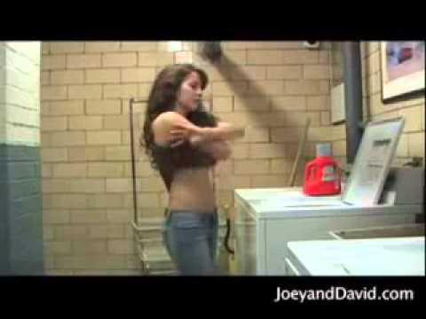 美女洗衣服會順便...