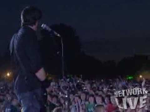 everlong - Foo Fighters Hyde Park - Everlong To watch the whole show, go to my Foo Fighters At Hyde Park Playlist.