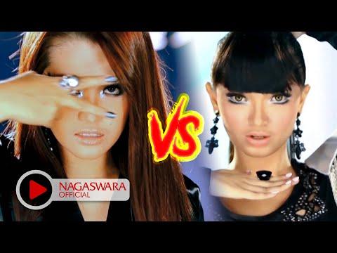 Video Zaskia Gotik vs Fitri Carlina - 1 Jam vs ABG Tua (Official Music Video NAGASWARA) #music download in MP3, 3GP, MP4, WEBM, AVI, FLV January 2017