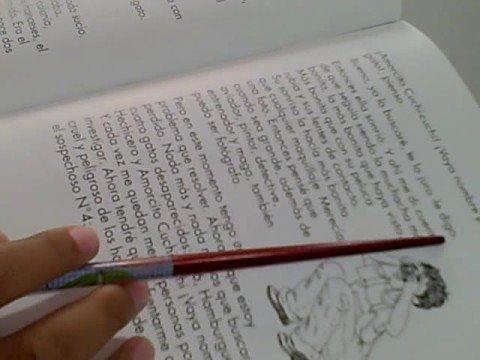 Niña peruana lee usando la técnica de la Lectura Veloz