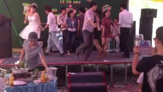 Nhóm bạn trẻ nhảy Samba cực đẹp trong Đám cướ...