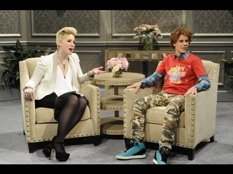 skit - Justin Bieber In Hilarious Miley Cyrus Skit - SNL 2013! Subscribe to Hollywire | http://bit.ly/Sub2HotMinute Send Chelsea a Tweet! | http://bit.ly/TweetChels...