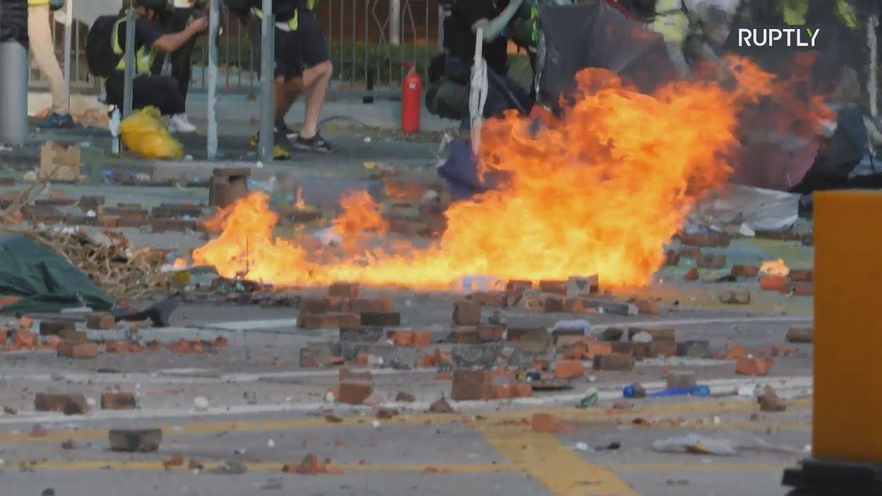 Νέες συγκρούσεις γύρω από το Πολυτεχνείο του Χονγκ Κονγκ