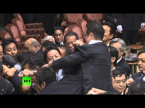 Scuffle in Japan upper house after panel approves military bills (видео)