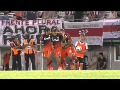 Primer gol del Pity Mart�nez vs. Quilmes