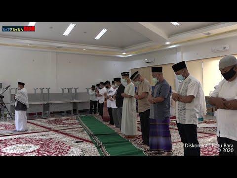 Hindari Penyebaran Covid-19, Bupati Batubara Shalat Idhul Fitri di Rumah Bersama Keluarga