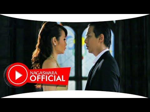Alena Feat Delon - Tersenyumlah - Official Music Video - Nagaswara