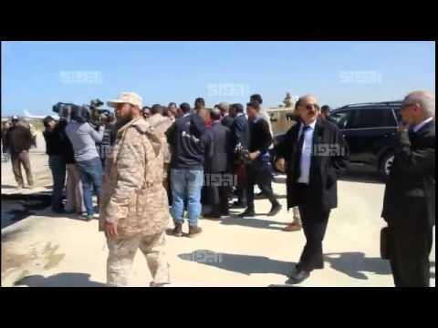 صيانة مهبط مطار معيتيقة الخميس 2015/03/19