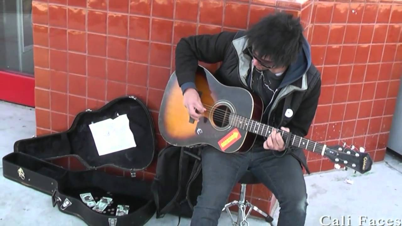 Street Guitar Player Makes $40.00 Every Hour!